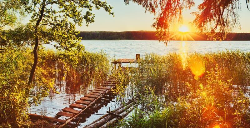 zachód słońca nad rzeką panorama fotografia stock