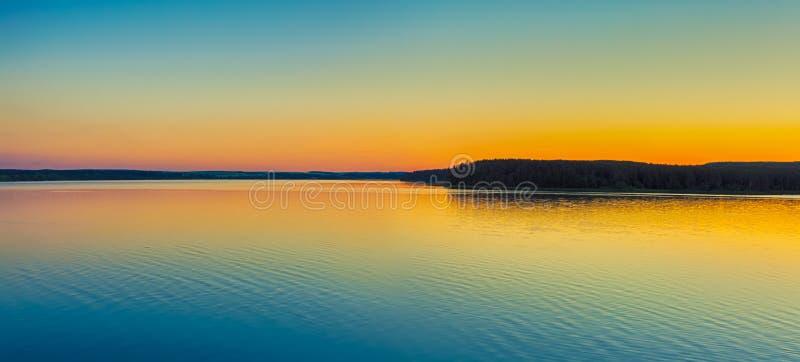 zachód słońca nad rzeką panorama obrazy royalty free