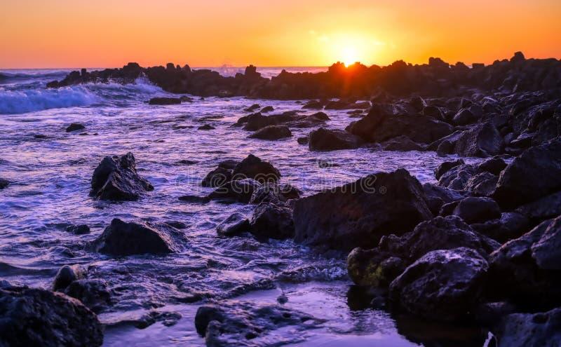 Zachód słońca nad wybrzeżem Kauai, Hawaje obrazy royalty free