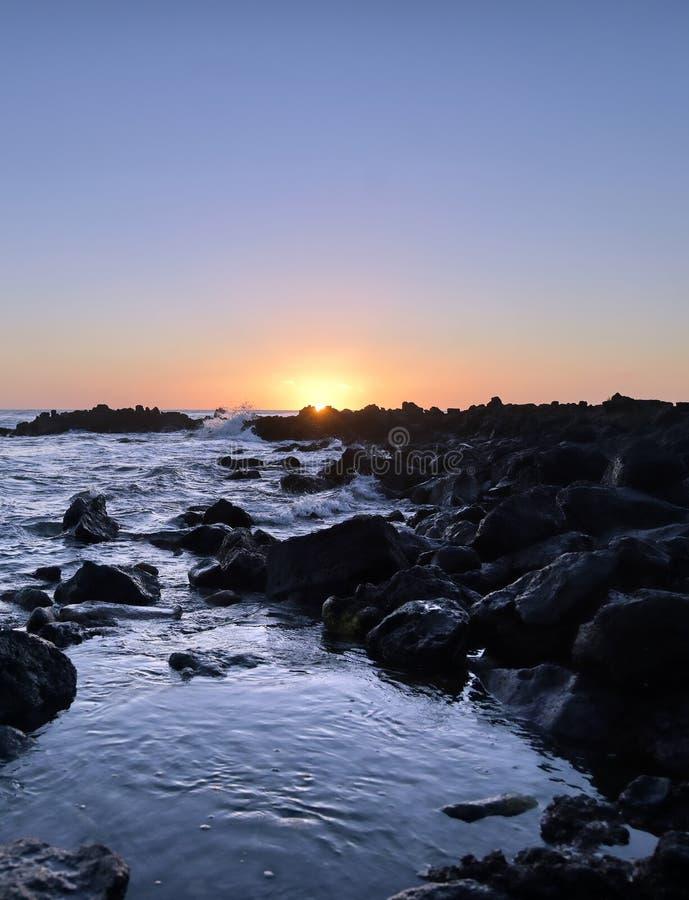 Zachód słońca nad wybrzeżem Kauai, Hawaje zdjęcie stock