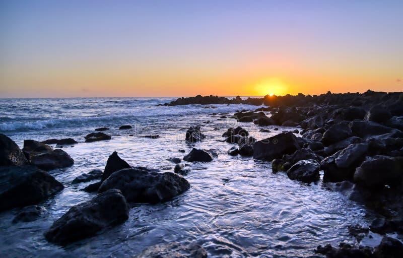 Zachód słońca nad wybrzeżem Kauai, Hawaje obrazy stock