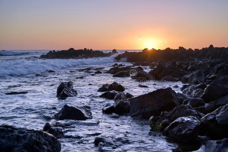Zachód słońca nad wybrzeżem Kauai, Hawaje zdjęcie royalty free
