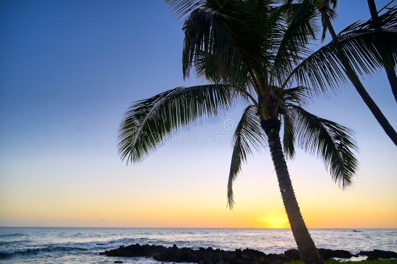 Zachód słońca nad wybrzeżem Kauai, Hawaje zdjęcia stock