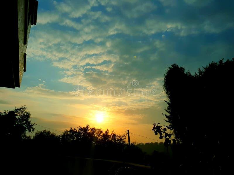 zachód słońca w domu obrazy royalty free
