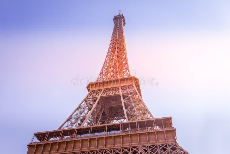 Zachód słońca w Wieży Eiffla w Paryżu obrazy royalty free