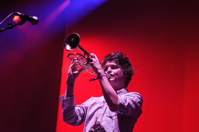 Zach Condon, ведущий певец диапазона Бейрута, игр труба на фестивале звука San Miguel Primavera стоковые фото