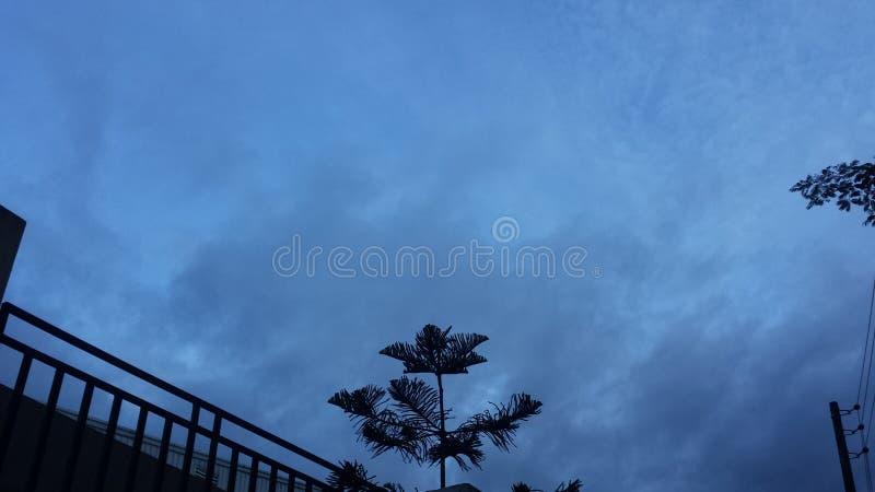 zachmurzone niebo zdjęcie stock