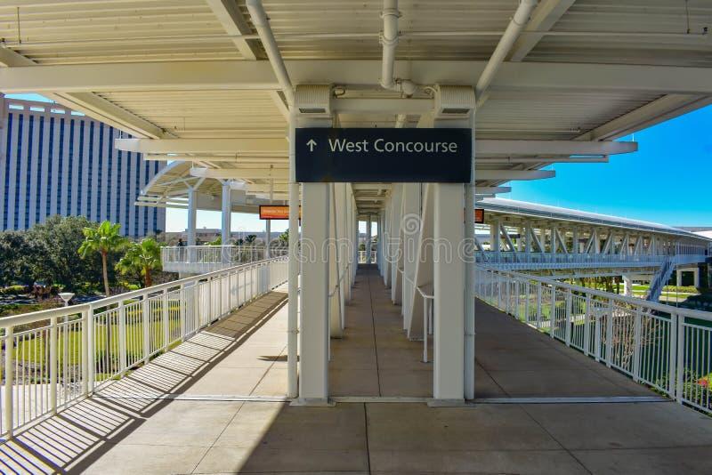 Zachodni Concourse znak częściowy widok most przy zawody międzynarodowi przejażdżki terenem obraz stock