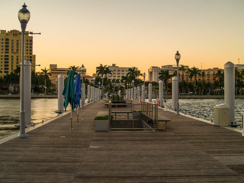 Zachodni palm beach zmierzch na molu obraz royalty free