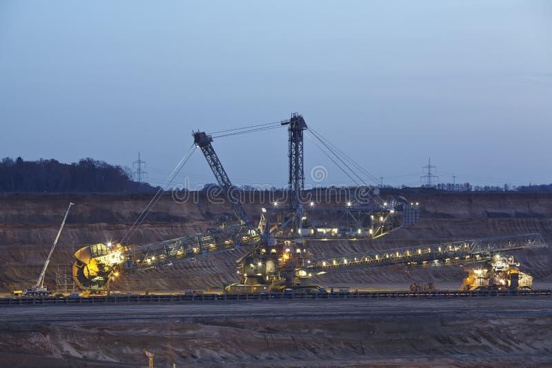 Zacht steenkool open - gegoten mijnbouw Hambach (Duitsland) - Roterend graafwerktuig royalty-vrije stock foto