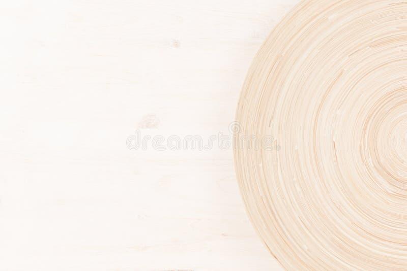 Zachte beige witte houten achtergrond met abstracte cirkels royalty-vrije stock afbeelding