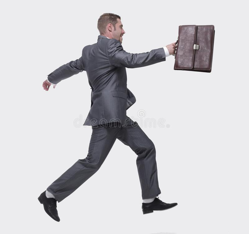 Zachte nadruk vrolijke zakenman die met aktentas vooruit stappen stock afbeeldingen
