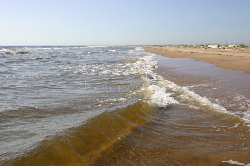 Zachte zandige kust van de Witte Zee Zondag zomer royalty-vrije stock afbeelding