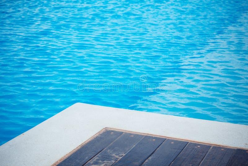 Zaciszność spokój nikt pusty błękitne wody basenu wakacje lato zdjęcia stock