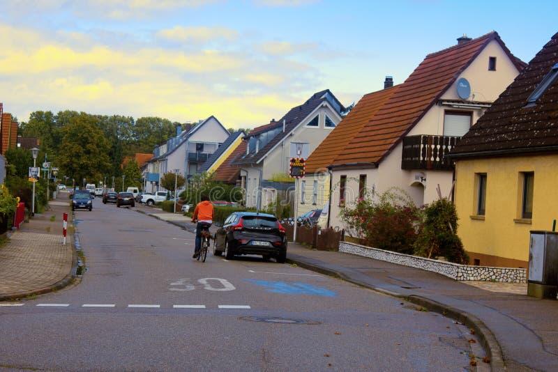 Zaciszność, wygodne ulicy z kolorowymi domami fotografia stock