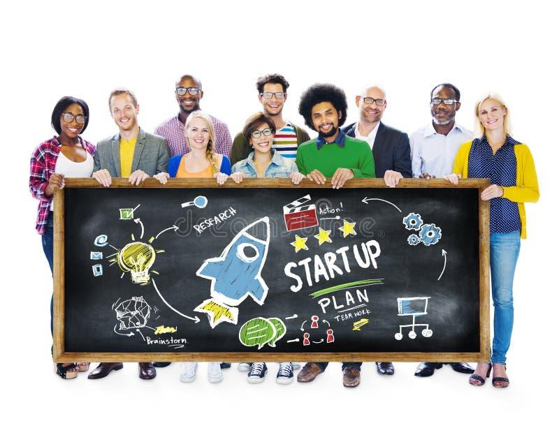 Zaczyna Up Biznesowego wodowanie sukcesu uczni edukaci pojęcie obrazy royalty free
