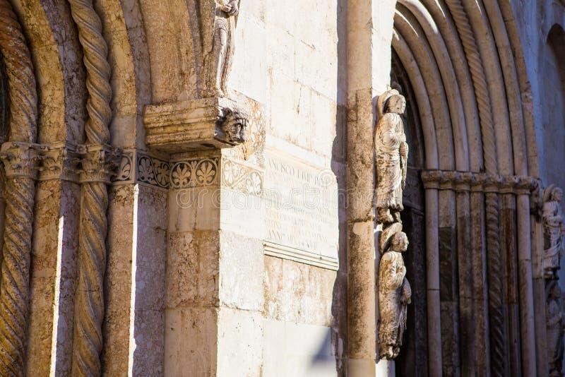 Zadar, Calle larga,达尔马提亚大教堂 库存照片