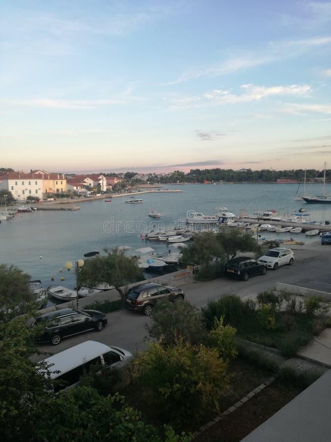 Zadar, overzees van Kroatië bootstrand royalty-vrije stock afbeelding