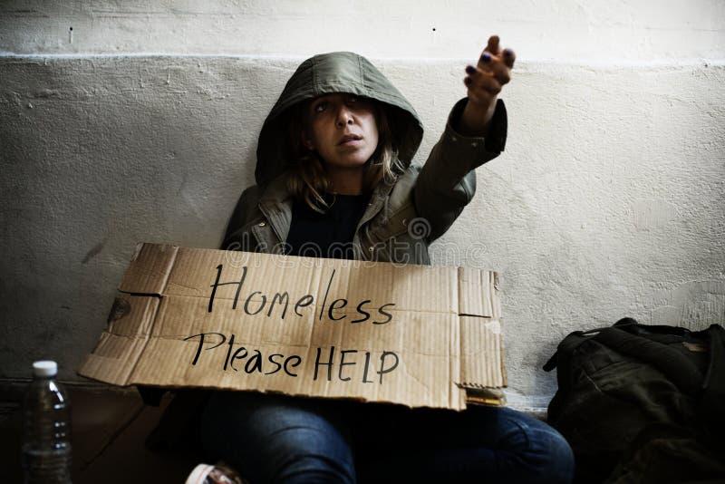 Zadawala pomoc ludzie bezdomni fotografia royalty free