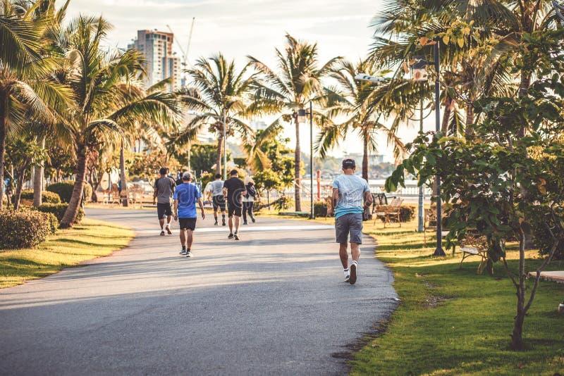 Zadków ludzie jogging w parku zdjęcia stock