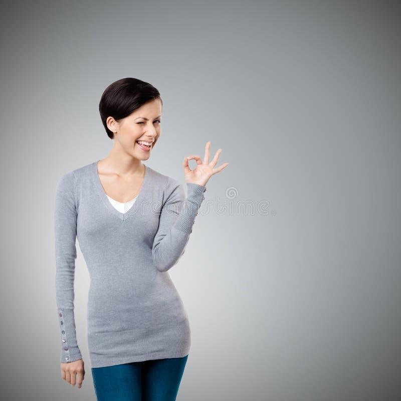 Zadowalający gest Od laptopu ekranu środek błękitny ogólnospołeczna ręka zdjęcia stock