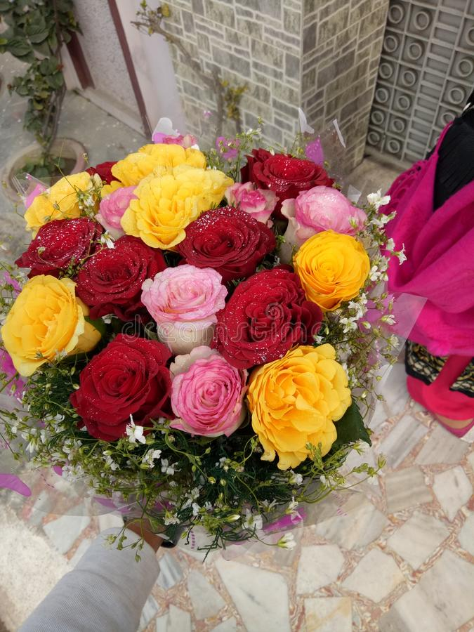 Zadowolony bukiet kwiaty zdjęcia royalty free