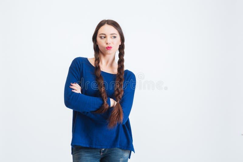 Zadumana kobieta stoi i myśleć z dwa długimi warkoczami zdjęcia royalty free