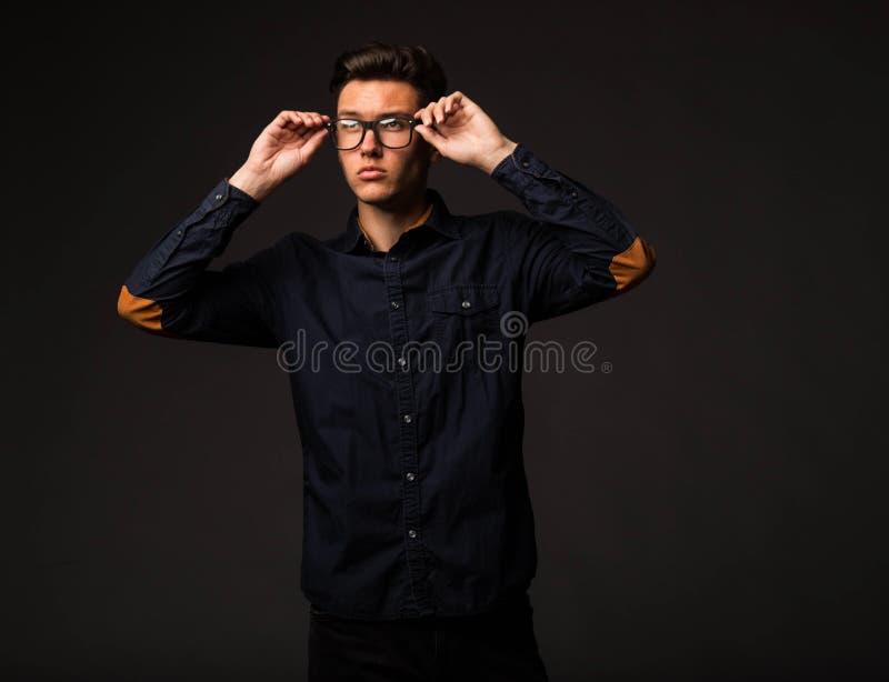 zadumani mężczyzna potomstwa zdjęcie stock