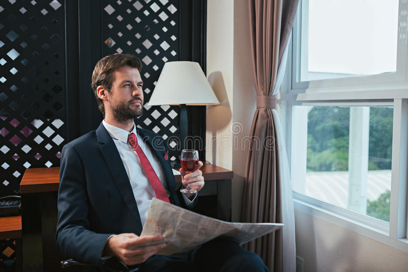 Zadumany bogaty biznesmen zdjęcia royalty free
