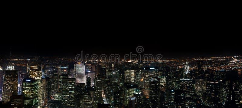 Zadziwiać NYC nocy panoramicznego widok z lotu ptaka Manhattan okręg USA fotografia royalty free