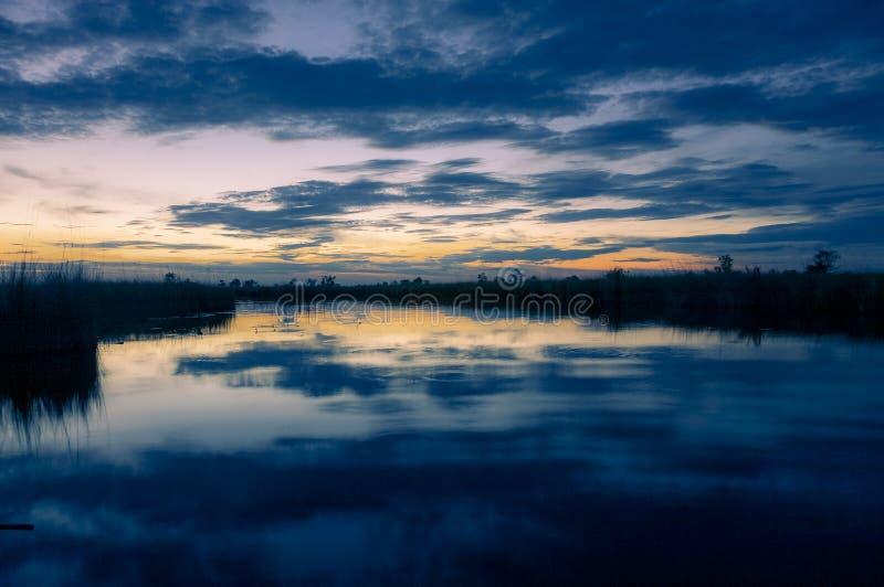 Zadziwiać Okavango delty zmierzch w Botswana obrazy royalty free