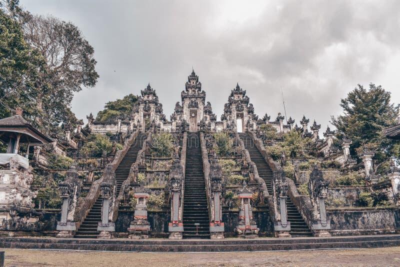 Zadziwiać Pura Lempuyang Luhur świątynię w Bali zdjęcia stock