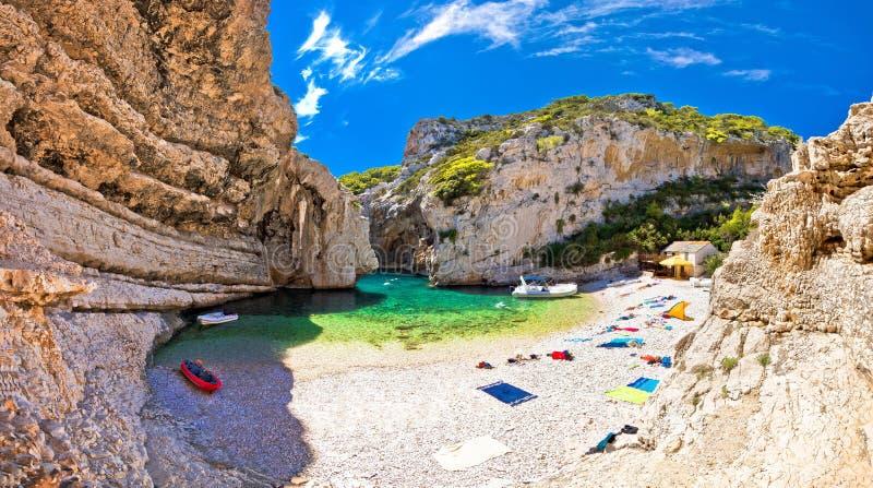 Zadziwiać Stinva plażę Vis wyspa obrazy stock