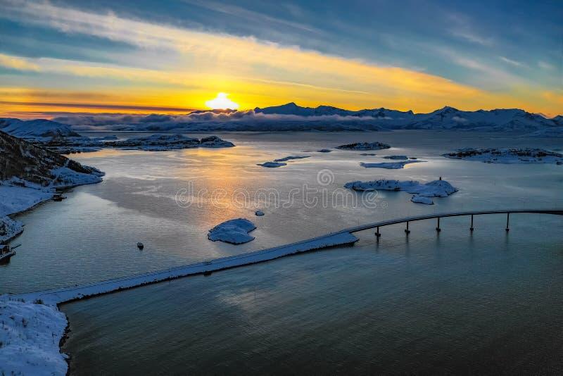 Zadziwiający widok z lotu ptaka od Sommaroy wyspy Północny Norwegia obrazy stock