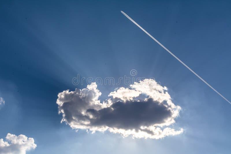 Zadziwiająca chmura nad słońcem obrazy royalty free