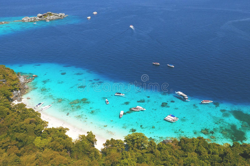 Zadziwiająca miesiąc miodowy plaża przy Similan wyspy widok z lotu ptaka Od Above Andaman, Tajlandia Podróż, lato, wakacje i fotografia stock