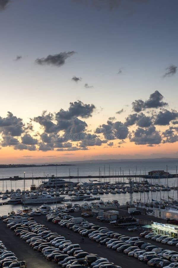 Zadziwiająca nocy panorama port Sozopol, Burgas region, Bułgaria obraz stock