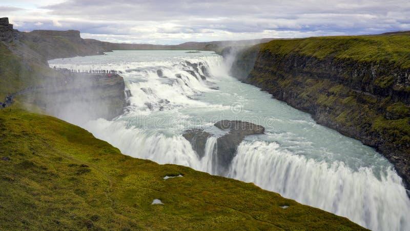 Zadziwiająca ogromna piękna siklawa Gullfoss, sławny punkt zwrotny w Iceland obrazy royalty free