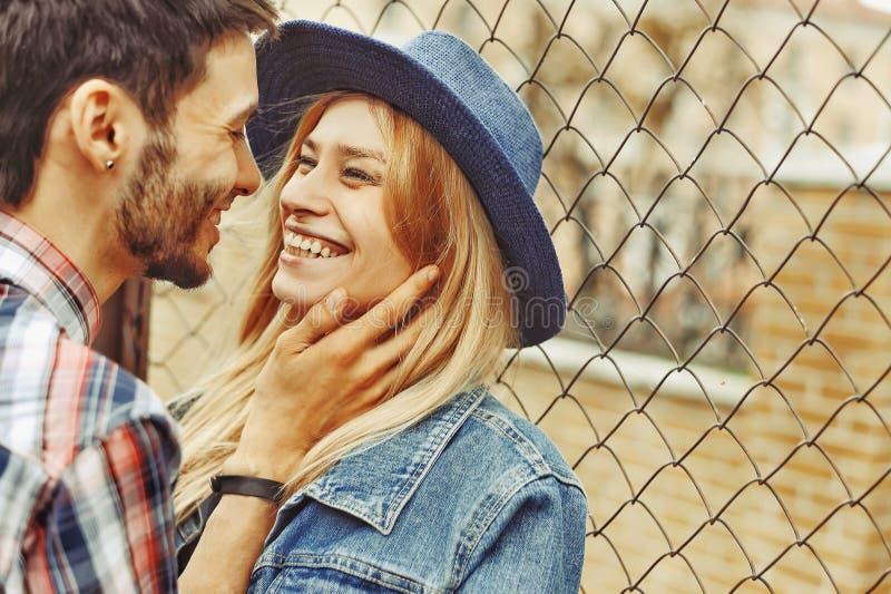 Zadziwiająca piękna para w miłości wpólnie fotografia stock