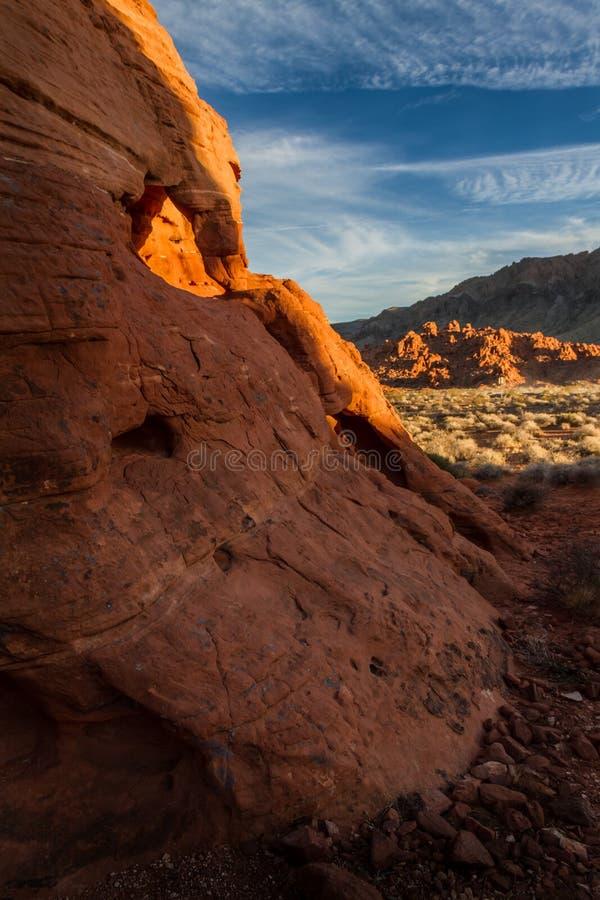 Zadziwiająca rockowa formacja przy zmierzchem w dolinie Pożarniczy stanu park blisko Las Vegas, Nevada obrazy royalty free