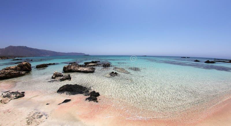 Zadziwiająca tropikalna plaża z menchiami - biały turkus i piasek nawadniamy obrazy stock