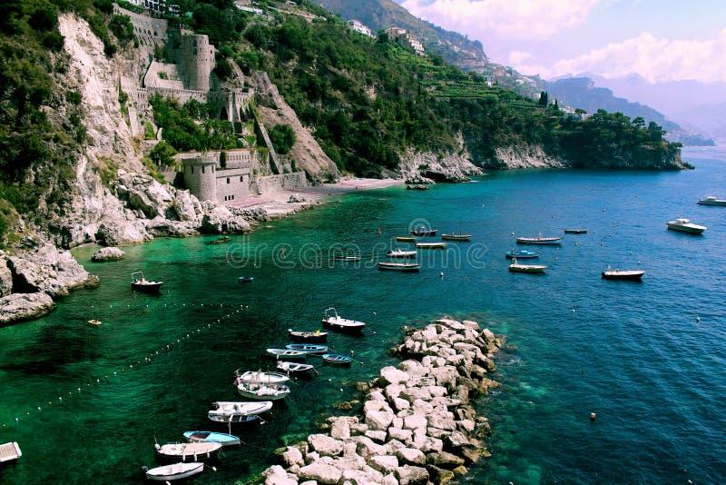 Zadziwiającego krajobrazu - Amalfi wybrzeże plaża fotografia stock