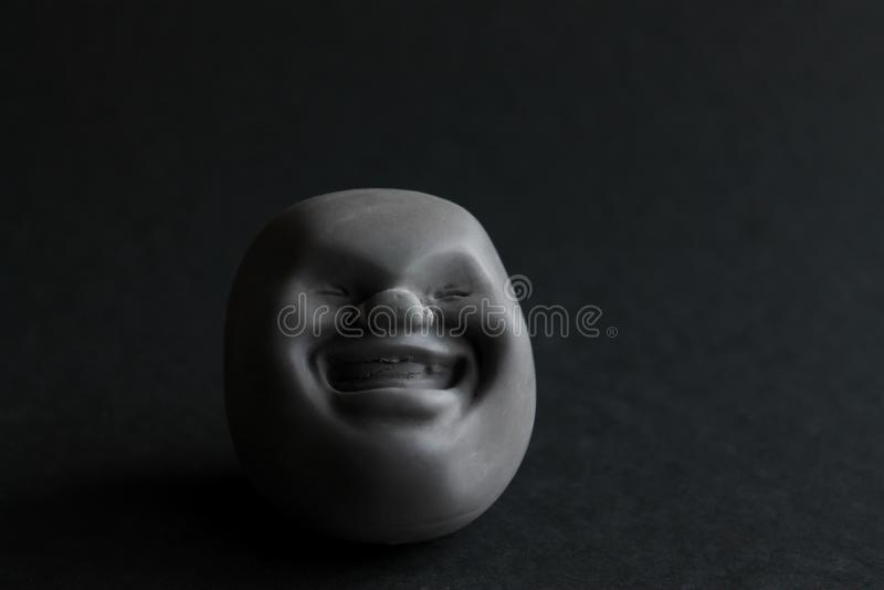 Zadziwiającej zabawa krzemu zabawki antistress kaomaro na czarnym tle Zabawka dla rozwoju motorowe umiejętności zdjęcia stock
