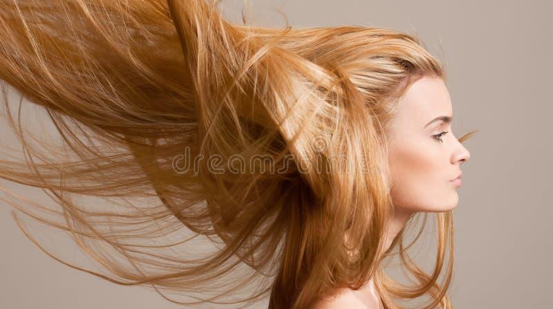 Zadziwiający bieżący blondyn zdjęcia royalty free