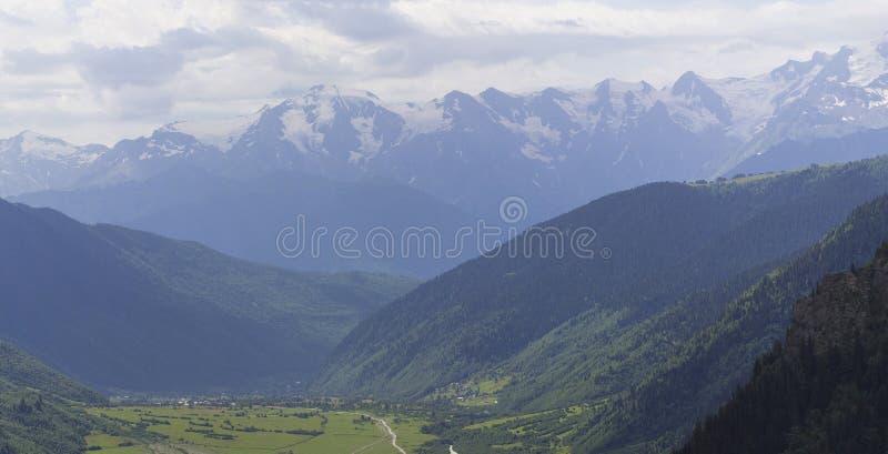 Zadziwiający krajobraz Gruzja obrazy royalty free