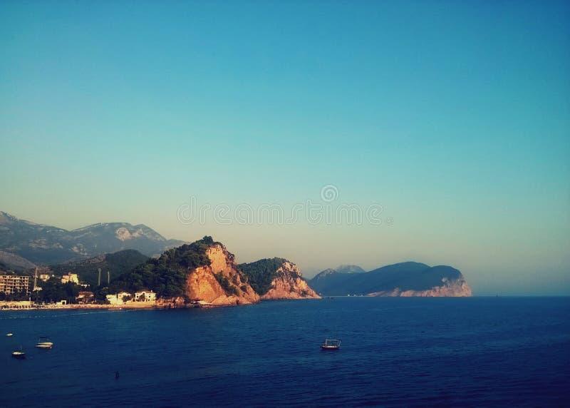 Zadziwiający miasta budva Montenegro Europe, Adriatic morza wyspa i mountais, obraz stock