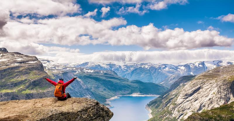 Zadziwiający natura widok na sposobie Trolltunga Lokacja: Scandina obrazy royalty free