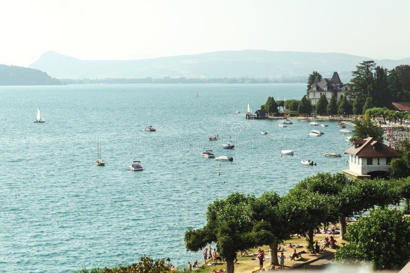 Zadziwiający natury morza krajobraz z altaną francuski kurort Anne zdjęcie stock