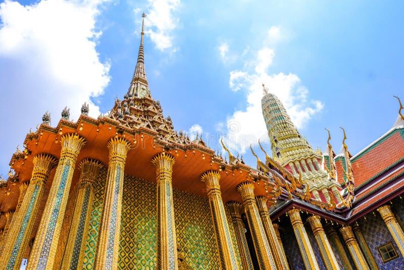 Zadziwiający projekt i szczegóły Na architekturze przy Dziejowego punktu zwrotnego Świątynnym Uroczystym pałac Bangkok Tajlandia zdjęcia stock