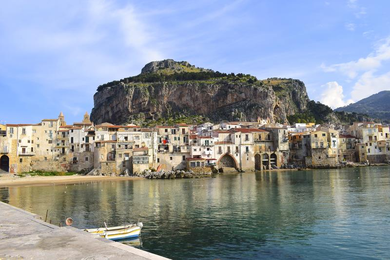 Zadziwiający widok Cefalu, Włochy obraz royalty free